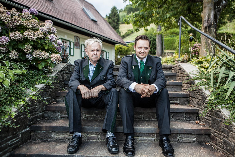 Der Winzer Manuel und Hans